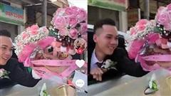 Đám cưới gây chú ý với màn 2 xe rước dâu đổi hoa cho nhau, nhưng nhan sắc 'cực phẩm' của chú rể mới 'hút like' rần rần