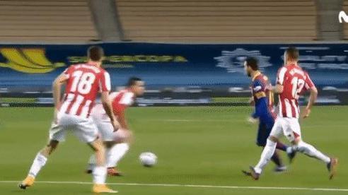 Ngoài tấm thẻ đỏ, góc máy mới cho thấy Messi tung nắm đấm với một cầu thủ khác của Bilbao
