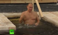 Clip Tổng thống Nga cởi trần ngâm mình trong hồ nước -20 độ C