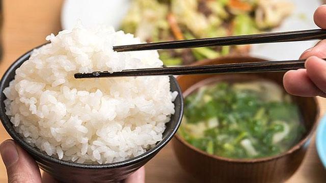 Những sai lầm khủng khiếp khi ăn cơm