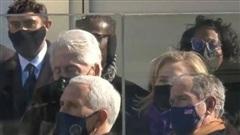[VIDEO] Cựu Tổng thống Clinton 'ngủ gật' trong lễ nhậm chức của ông Biden