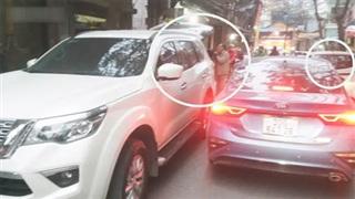 Hà Nội: Những chiếc xe 'vô duyên' giữa giờ cao điểm khiến người đi đường 'tức ói máu'