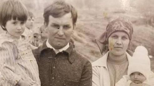 Bỏ ngoài tai lời dị nghị của hàng xóm về con gái, bố mẹ vẫn yêu thương con để rồi 39 năm sau sững sờ khi biết gốc gác đứa trẻ