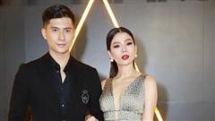 Lệ Quyên tay trong tay tình tứ sánh đôi bên 'tình trẻ tin đồn' Lâm Bảo Châu trên thảm đỏ WeChoice Awards 2020