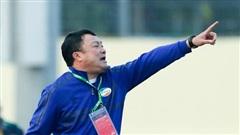 HLV Viettel chê mặt sân Thanh Hoá khiến cầu thủ 'toàn chuyền dài'