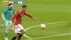 Dùng tiểu xảo 'hét toáng lên', cầu thủ Liverpool vẫn không thể ngăn tài năng trẻ MU ghi bàn