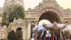 Đám cưới 'khủng' trong lâu đài dát vàng ở Ninh Bình khiến MXH 'mắt tròn mắt dẹt' từ không gian tiệc cưới xa hoa đến thực đơn đãi khách toàn những món 'nhà giàu'