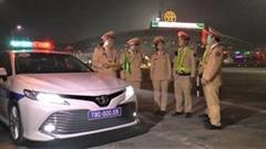Theo chân cảnh sát kiểm tra giao thông bảo vệ Đại hội Đảng XIII