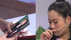 Lâm Vỹ Dạ bật khóc khi nhận được món quà quý được cô giáo giữ gìn sau 12 năm