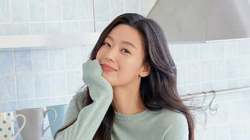 Nhan sắc ở tuổi 40 của 'mợ chảnh' Jeon Ji Hyun có gì mà được nhận xét vượt trội hơn hẳn Kim Tae Hee?