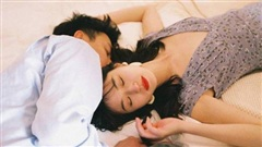 Nửa đêm đang ngủ say, nếu đàn ông có 3 hành động vô thức này thì chứng tỏ anh ấy đã 'ghim chặt' bạn trong tiềm thức