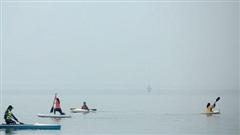 Hà Nội 'sương mù giấu nắng ở đâu', thời tiết nồm ẩm kéo dài thêm 2 ngày trước khi đón không khí lạnh mạnh tăng cường
