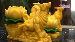 Trâu vàng sinh ra từ nến hút khách dịp Tết Tân Sửu