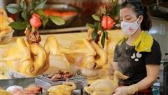 Đến 'chợ nhà giàu' dịp cận Tết, choáng với con gà giá NỬA TRIỆU nhưng chị em vẫn quyết 'săn' cho bằng được vì đạt cái chuẩn gọi là gà đẹp