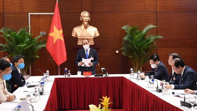 Thủ tướng họp khẩn về Covid-19 tại Đại hội XIII