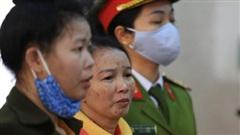 Mẹ nữ sinh giao gà ở Điện Biên bật khóc kêu oan tại phiên tòa xử tội buôn bán ma túy