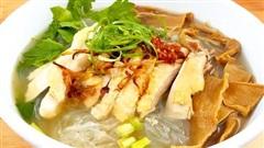 Để cân nặng không tăng vùn vụt sau Tết, ăn miến là lựa chọn hoàn hảo: Nấu nhanh, tận dụng được cả thịt gà và canh măng có sẵn!