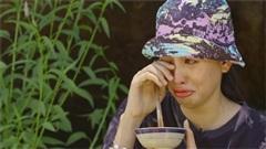 Hoa hậu Tiểu Vy bật khóc vì tủi thân khi ăn cơm Trường Giang nấu