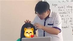 Thiếu 0,1 điểm để được học sinh tiên tiến, nam sinh đã nhanh trí lên nhổ tóc sâu cho cô mong được cứu vớt