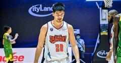 Chàng cầu thủ lai được ví như 'nam thần' ở giải bóng rổ chuyên nghiệp Việt Nam