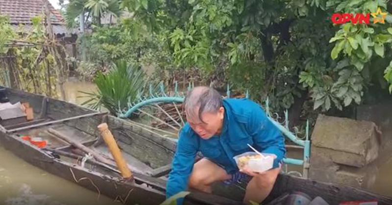 Xúc động tình nghĩa đồng bào trong mưa lũ miền Trung