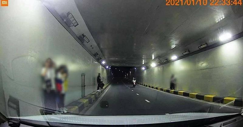 Teen tập trung ở hầm chui gần cầu Sông Hàn check-in sống ảo bất chấp nguy hiểm, Đà Nẵng ra thông báo cấm