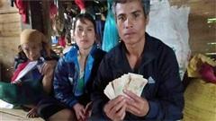 Phát hiện 10 triệu đồng trong áo quần cũ được tặng sau lũ, gia đình hộ nghèo ở Quảng Trị tìm trả lại cho người mất