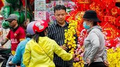 Tiểu thương khu 'chợ Tết' đường Hải Thượng Lãn Ông: 'Năm nay bán xuyên Giao thừa'