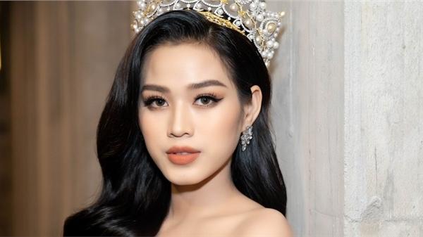 Hoa hậu Đỗ Thị Hà khoe dáng cực nuột, Lệ Quyên quyến rũ không kém cạnh