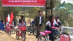 Cây cầu từ thiện do MixiGaming quyên góp chính thức hoạt động, mẹ Tộc trưởng thay mặt con tham dự lễ khánh thành