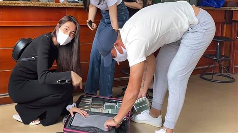 Thủy Tiên cùng Công Vinh trở lại miền Trung hỗ trợ bà con