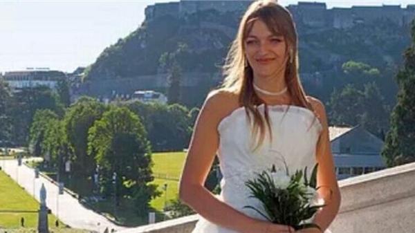 Bị chồng sắp cưới phản bội, cô gái quyết định tự kết hôn với chính mình