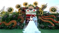 Cổng cưới long phụng sum vầy 'siêu to khổng lồ' và cực tỉ mỉ của cặp đôi miền Tây gây sốt mạng xã hội