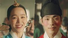 Sau khi được Hoàng thượng rủ rê, 'chàng Hậu' Shin Hye Sun cuối cùng đã tham gia con đường livestream
