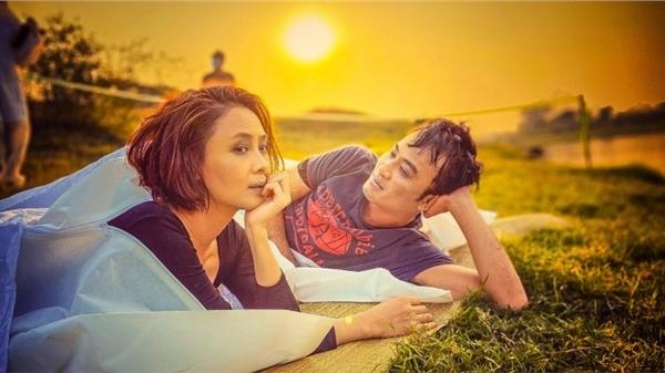 'Hướng dương ngược nắng': Lộ hình ảnh Hồng Diễm - Doãn Quốc Đam 'trôi sông cả cặp'