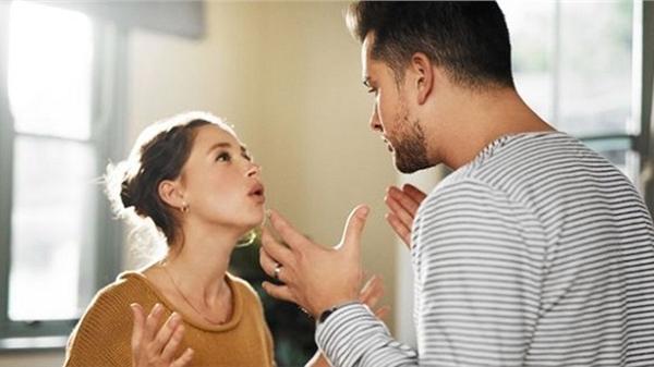 Chồng sắp cưới một mực đòi đặt tên con gái theo vợ quá cố, người phụ nữ không chịu liền bị đe dọa chia tay