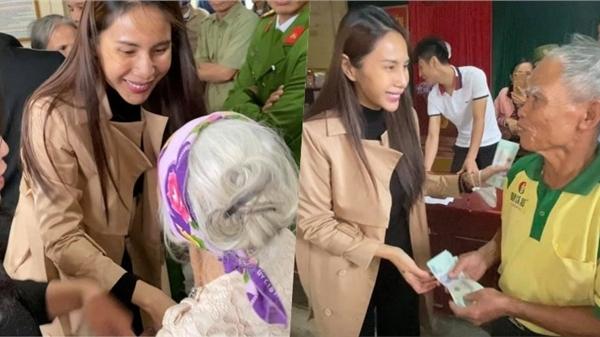 Thủy Tiên ra miền Trung từ thiện đợt 4, tự bỏ hơn 1 tỷ đồng tiền riêng hỗ trợ người dân vùng lũ