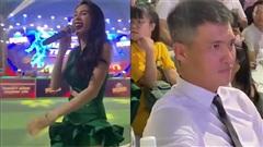 Công Vinh bật chế độ 'đứng hình' khi nghe bà xã Thủy Tiên hát tại chốn đông người