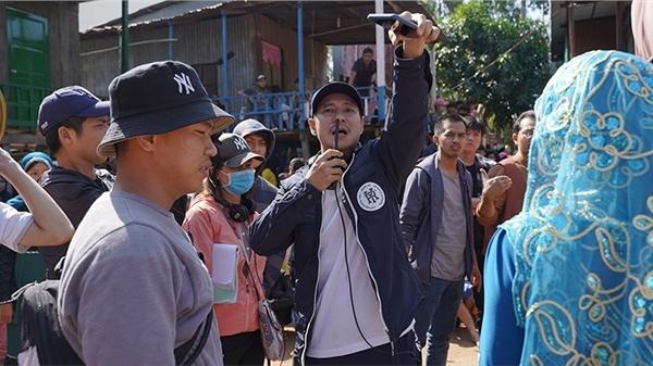Lý Hải - Đạo diễn 'liều' của Vbiz: Chi bạc tỷ dựng nhà sàn trong làng Chăm chỉ để… 'phá'