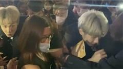 Jack toát mồ hôi hột, chật vật thoát khỏi vòng vây fan như idol Kpop