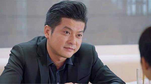 Nam diễn viên 'Gạo nếp gạo tẻ' bị netizen chỉ trích vì đi đám tang NS Chí Tài mà chụp ảnh như đi sự kiện