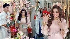 Lễ vu quy cô dâu đeo kiềng vàng nặng trĩu cổ, nhẫn kín 2 bàn tay, còn cầm thêm 4 cọc tiền gây 'choáng'