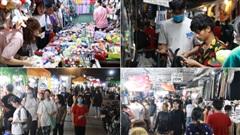 Chợ đêm Làng Đại học 'đông như kiến', sinh viên chen nhau mua đồ về quê ăn Tết