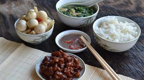 3 kiểu ăn cơm cực tai hại mà người Việt cần phải từ bỏ ngay trước khi làm 'mòn bao tử' và rước thêm cả tá bệnh cho mình