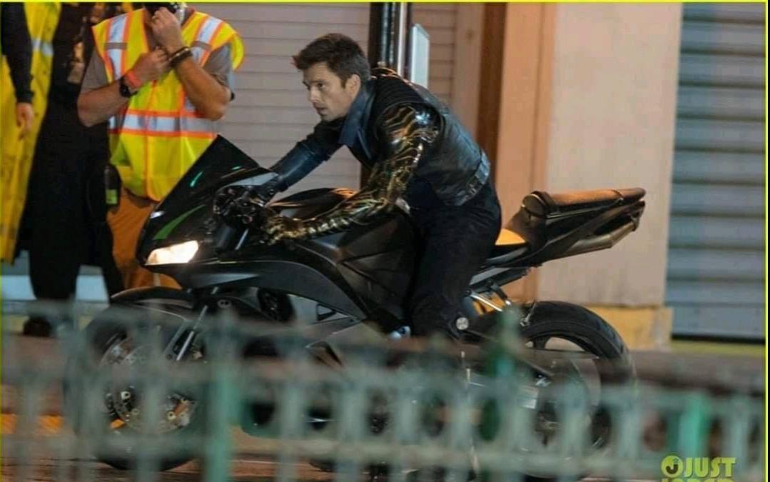 'The Falcon and the Winter Soldier': Rò rỉ loạt ảnh trên xe moto cực ngầu của Sebastian Stan