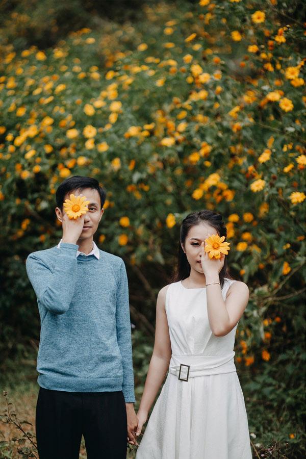 Vào 1 ngày cuối tháng 12 của 4 năm trước, cả hai gặp nhau khi cùngnhóm bạn đi chơi ở quán cafe trong thành phố Huế.
