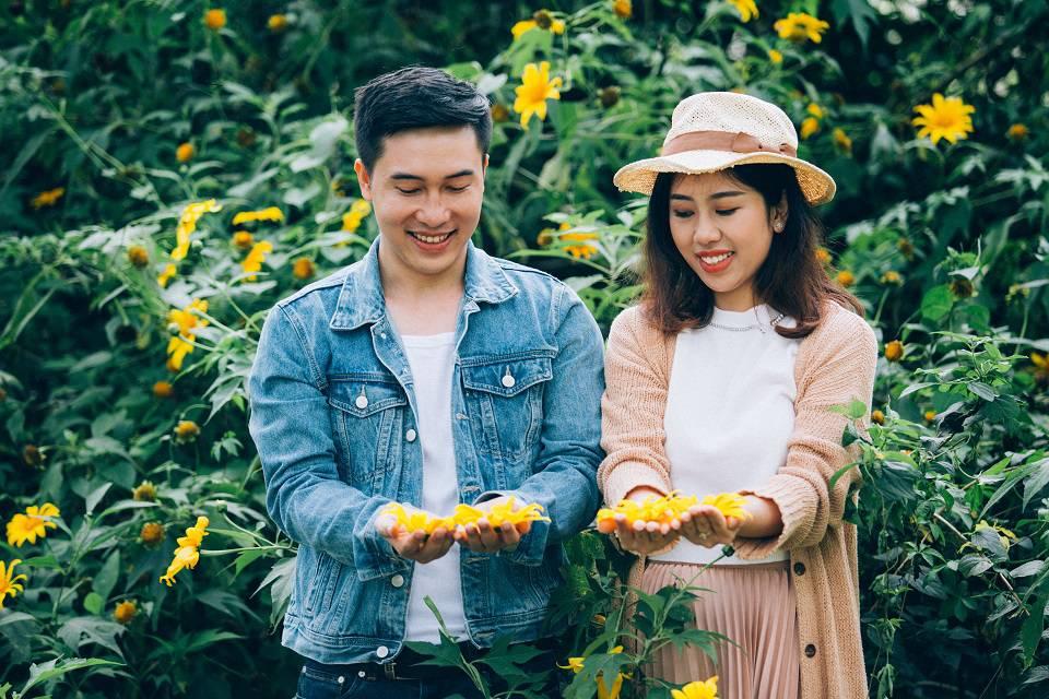 'Mình nhận ra mình với anh ấy có rất nhiều sở thích giống nhau, đặc biệt là du lịch nên trò chuyện khá hợp và vui vẻ. Có lẽ đó cũng là lý do để cả hai bắt đầu có tình cảm với người kia' - Thu Trang chia sẻ thêm.