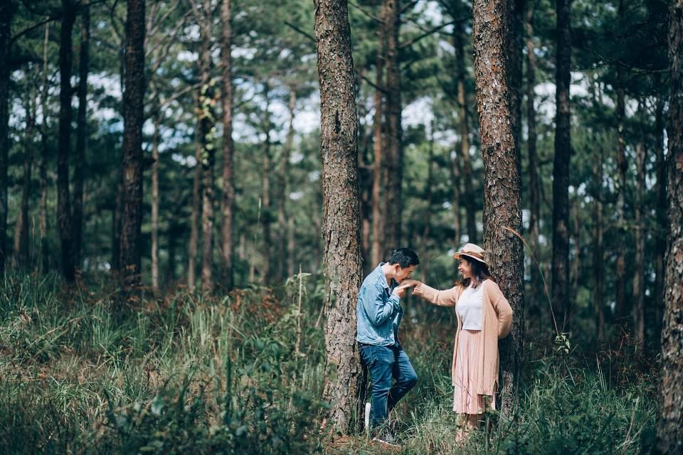'Tình yêu đôi khi thật kỳ diệu, nếu đã là duyên phận thì sẽ luôn gặp được nhau dù không hẹn trước, giống như câu chuyện của chúng mình vậy' - Xuân Tiến chia sẻ thêm.