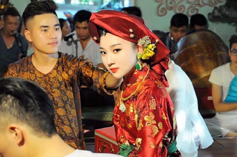 Không chỉ đi theo đam mê hầu đồng, Hà Trang còn có tài kinh doanh.