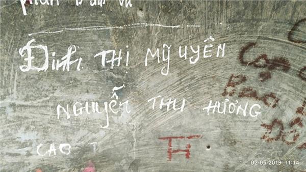 Ngán ngẩm trước 'tình yêu' các cặp đôi để lại trên chiếc chuông lớn trong ngôi chùa nổi tiếng ở Lâm Đồng 4